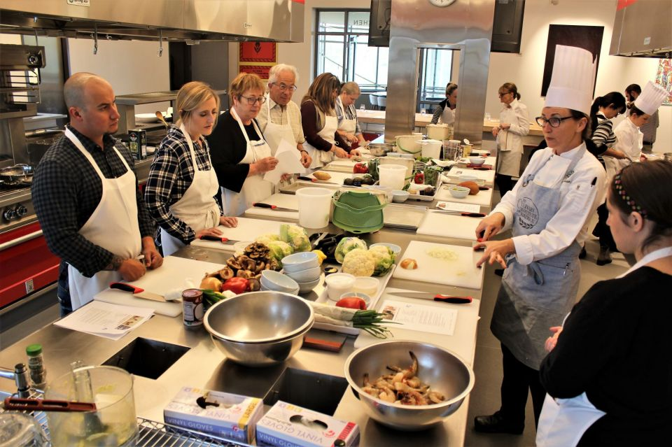 Chef Joy Siemion shares some kitchen tips with amateur cooks signed up for a Culinary Institute of America skills class. Photo by David Dickstein