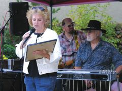 Rancho Cordova City Councilmember Linda Budge presented a proclamation plaque at the Summerset Hoe-Down. Photo by Patrick Larenas